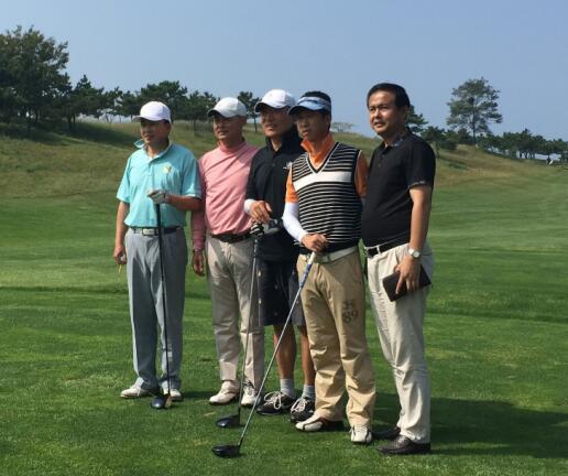 wingStar模拟高尔夫贺:钟海先生一杆进洞!