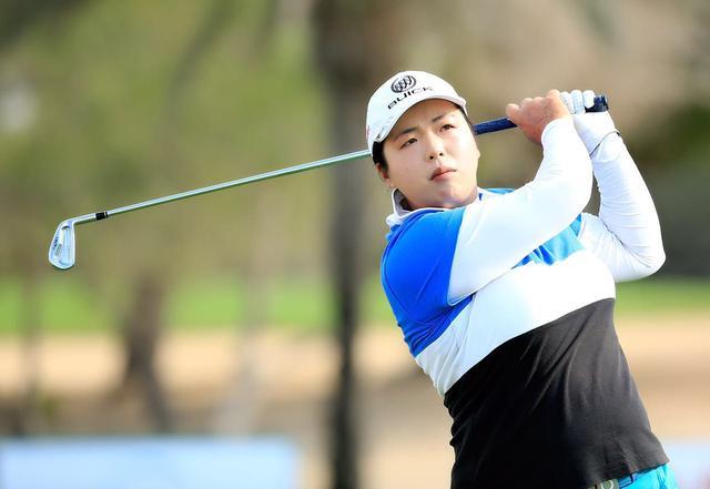 冯珊珊亮相高尔夫博览会 希望青年能参与高球